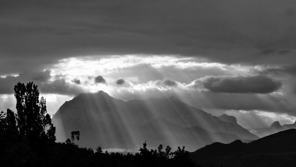 suns-rays-478249_1280